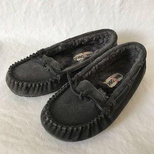 Minnetonka Moccasin Leather Faux Fur Slippers